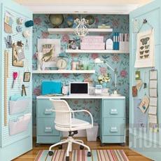 โต๊ะทำงาน สีฟ้า แอบอยู่หลังตู้ สีขาว