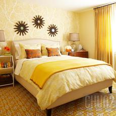 ห้องนอนโทนสีเหลือง ลายดอกไม้