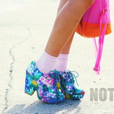 รองเท้าลายดอกไม้