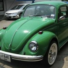 รถเก่า VW Beetle สีเขียว