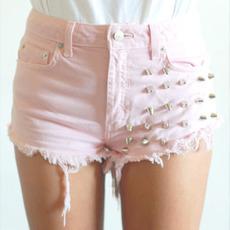 กางเกงขาสั้นยีนส์สีชมพู ติดหมุด