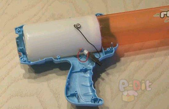 รูป 2 วิธีดัดแปลงของเล่น จากยิงใกล้ ให้ยิงไกลขึ้น