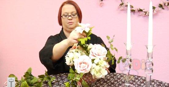 รูป 4 สอนจัดดอกไม้ ประดับเชิงเทียน วันแต่งงาน