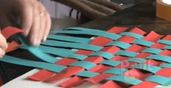รูป 4 สอนสานกระดาษ จากกระดาษสี