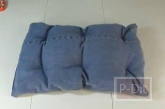 รูป 5 วิธีทำหมอน จากกางเกงยีนส์ ตัวเก่า สำหรับน้องหมา