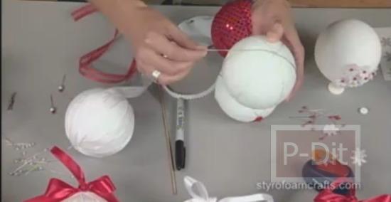 รูป 4 สอนทำลูกตุ้ม สำหรับประดับวันคริสตมาส