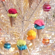 ทำของตกแต่งบอร์ด ต้นไม้ กรวยไอศกรีมสีสด