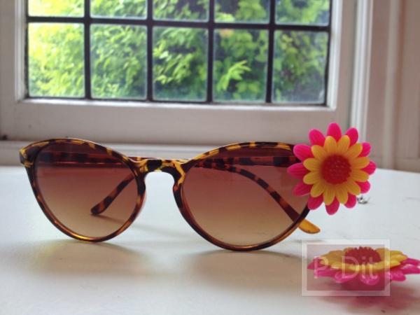 รูป 5 ไอเดีย ตกแต่งแว่นตากันแดด ติดดอกไม้