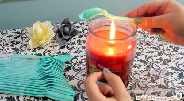 รูป 4 ประดิษฐ์ดอกไม้พลาสติก จากช้อนพลาสติกสีสวย