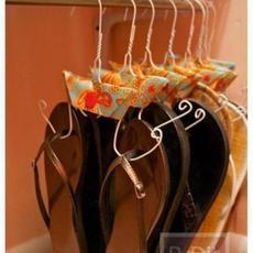 ทำไม้แขวนรองเท้า จากไม้แขวนเสื้อ