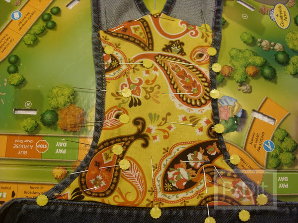 รูป 3 ทำกระเป๋าถือ จากกระโปรงเอี้ยมชุดเก่า