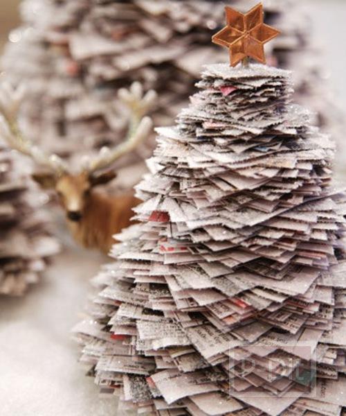 ต้นคริสต์มาส ทำจากกระดาษหนังสือพิมพ์