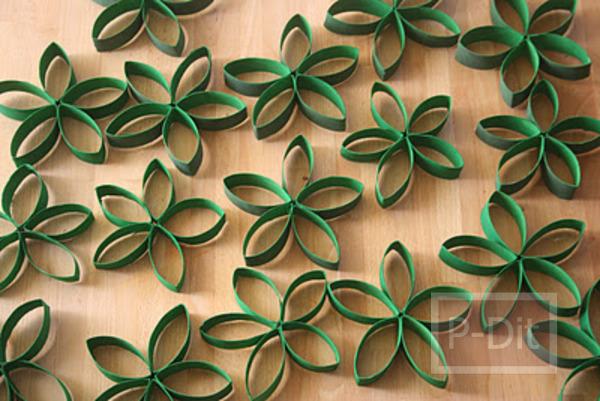 รูป 4 ทำดอกไม้ตกแต่งวันคริสต์มาส จากแกนกระดาษทิชชู