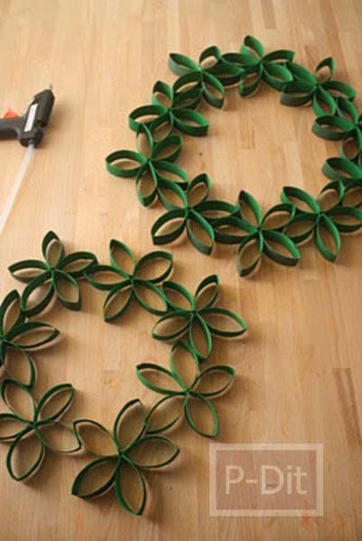 รูป 6 ทำดอกไม้ตกแต่งวันคริสต์มาส จากแกนกระดาษทิชชู