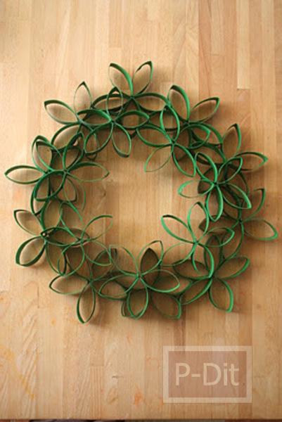 รูป 7 ทำดอกไม้ตกแต่งวันคริสต์มาส จากแกนกระดาษทิชชู