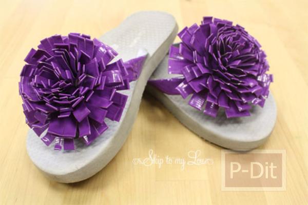 รูป 1 ตกแต่งรองเท้าแตะ ด้วยสก็อตเทปสี ทำเป็นดอกไม้