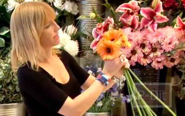 รูป 4 ไอเดียจัดดอกไม้สวยๆ ช่อดอไม้สีส้ม