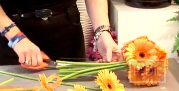 รูป 7 ไอเดียจัดดอกไม้สวยๆ ช่อดอไม้สีส้ม