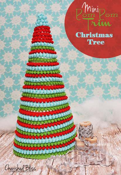 รูป 6 ต้นคริสต์มาสสีสวย ทำจากริบบิ้นปอมปอม