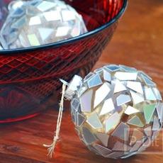 ทำลูกบอลติดต้นคริสต์มาส จากแผ่น CD เก่าๆ