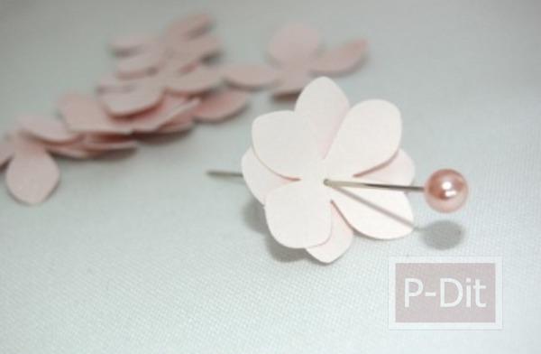 รูป 4 สอนทำดอกไม้น่ารักๆ จากกระดาษและหมุดปักผ้า