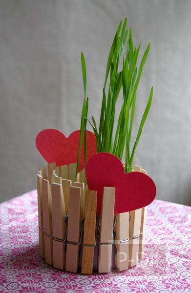 รูป 6 กระถางดอกไม้ กระถางเทียนไข ทำจากไม้หนีบผ้าและอาหารกระป๋อง