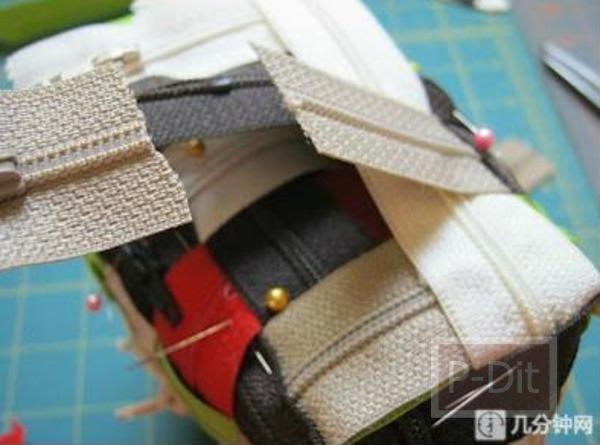 รูป 3 ทำกระเป๋าถือน่ารักๆ จากซิปหลากสี