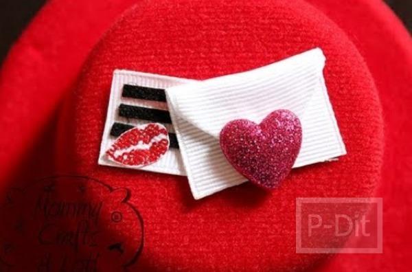 รูป 2 ของขวัญวันวาเลนไทน์ หมวกสีแดง พร้อมจูบและหัวใจ