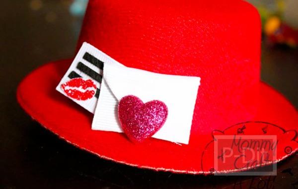 รูป 3 ของขวัญวันวาเลนไทน์ หมวกสีแดง พร้อมจูบและหัวใจ