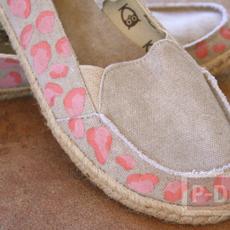 ไอเดียตกแต่งรองเท้าคู่สวย ด้วยสีน้ำ
