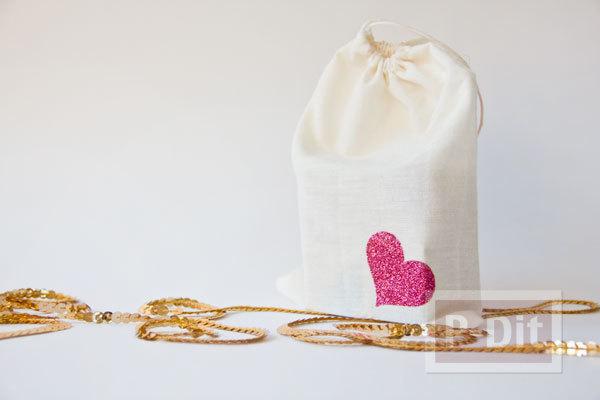 รูป 3 ตกแต่งถุงผ้าให้มีลายหัวใจ น่ารักๆ