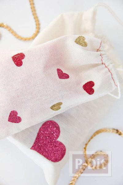 รูป 4 ตกแต่งถุงผ้าให้มีลายหัวใจ น่ารักๆ