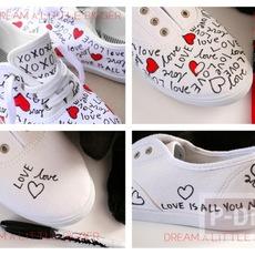 ตกแต่งรองเท้าให้มีลาย คำพูดน่ารักๆพร้อมรูปหัวใจ