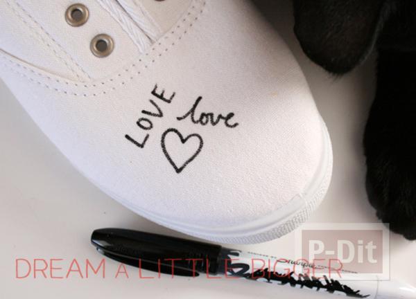 รูป 2 ตกแต่งรองเท้าให้มีลาย คำพูดน่ารักๆพร้อมรูปหัวใจ