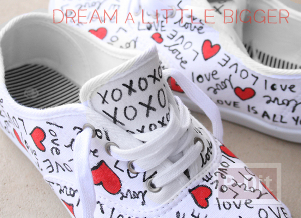 รูป 7 ตกแต่งรองเท้าให้มีลาย คำพูดน่ารักๆพร้อมรูปหัวใจ