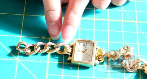 รูป 6 สอนทำสายนาฬิกาสวยๆ จากสร้อยข้อมือ