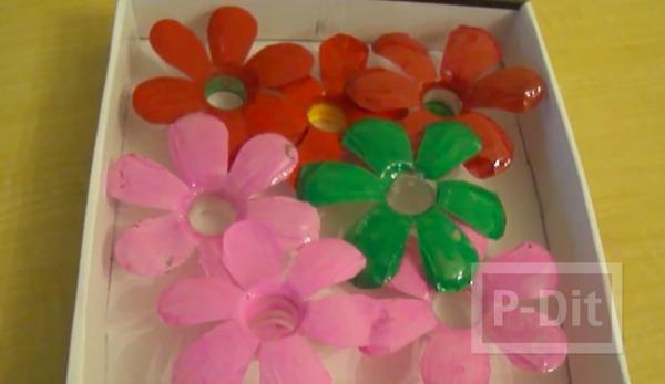 รูป 4 ทำดอกไม้พลาสติกจากขวดน้ำ ตกแต่งไฟกระพริบ
