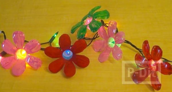รูป 7 ทำดอกไม้พลาสติกจากขวดน้ำ ตกแต่งไฟกระพริบ