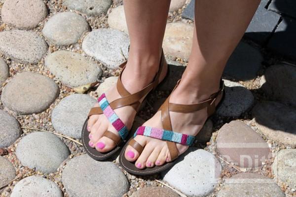 รูป 3 รองเท้าสายหนังรัดส้น นำมาตกแต่งใหม่ สวยน่าสวมใส่