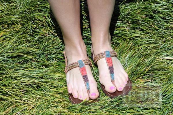 รูป 6 รองเท้าสายหนังรัดส้น นำมาตกแต่งใหม่ สวยน่าสวมใส่