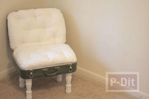 รูป 2 เก้าอี้สวยๆ ทำจากกระเป๋าใบเก่า