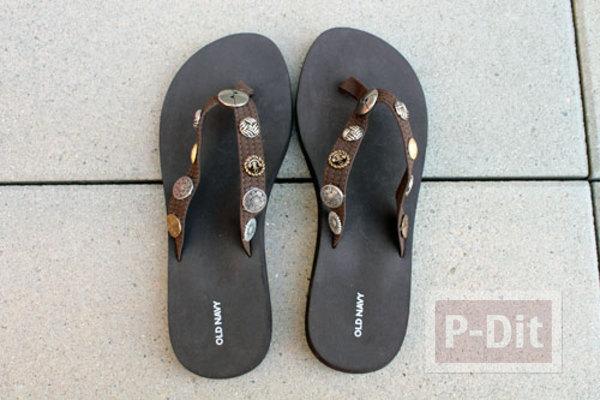 รูป 2 รองเท้าคีบ นำมาตกแต่ง ประดับสีสัน