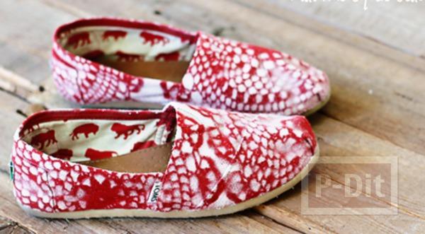 รูป 2 รองเท้าพ่นสี ลายดอยลี่