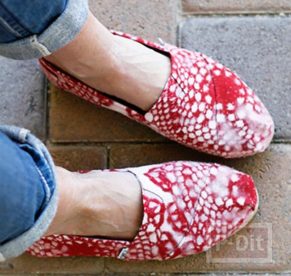 รูป 3 รองเท้าพ่นสี ลายดอยลี่