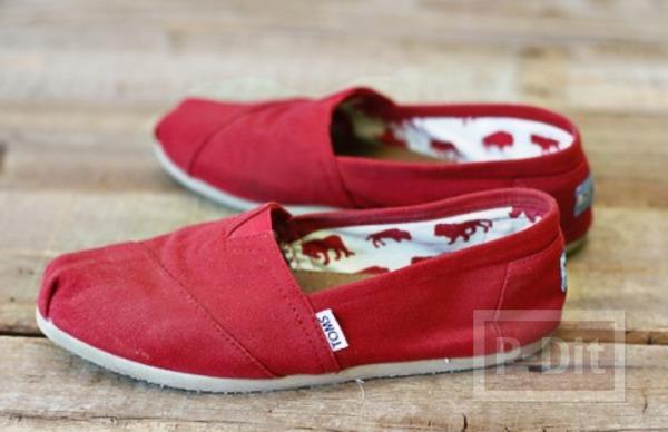 รูป 4 รองเท้าพ่นสี ลายดอยลี่