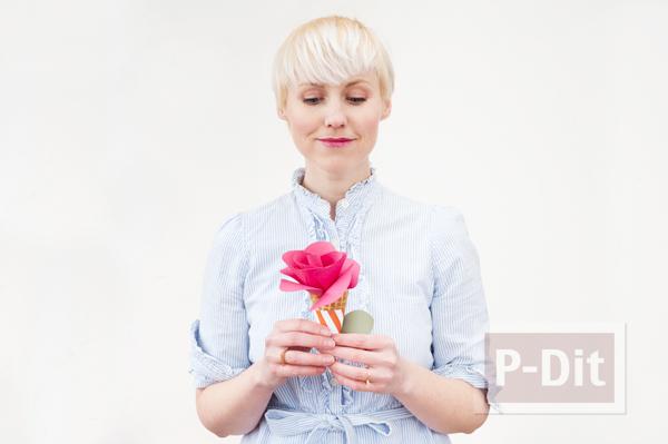 รูป 3 โคนดอกกุหลาบ ประดิษฐ์จากกระดาษสีสวย