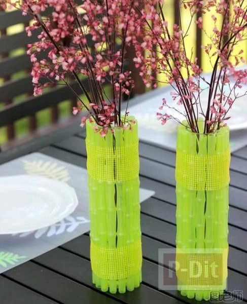 รูป 2 แจกันดอกไม้สวยๆ หุ้มด้วยหลอดสีเขียว
