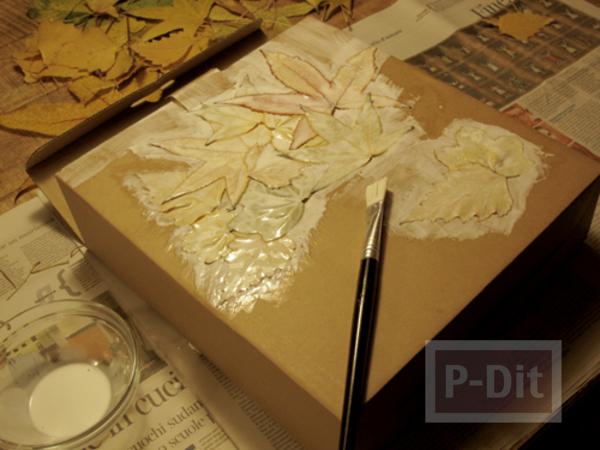 รูป 6 ตกแต่งกล่องกระดาษ ด้วยใบไม้แห้ง