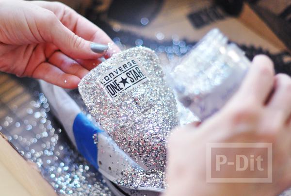 รูป 2 รองเท้าผ้าใบ ตกแต่งสวยๆ ด้วยกากเพชร