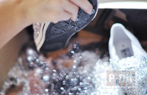 รูป 4 รองเท้าผ้าใบ ตกแต่งสวยๆ ด้วยกากเพชร
